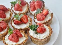 Овсяные тарталетки с творогом и ягодками