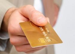 Почему нельзя трогать чужую банковскую карту, даже если вас об этом просят