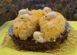 Салат «мышата» с грибами, курицей и орехами