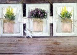 Панно из фоторамок и стеклянных баночек