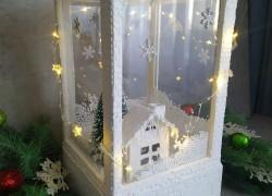 Новогодний декор с летающим снегом