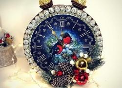 Сладкий новогодний подарок – часы из конфет