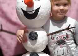 Снеговик из папье-маше, или чем занять детей на каникулах