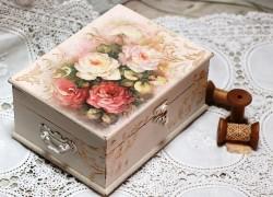 Декупаж шкатулки для рукоделия «Розалия»
