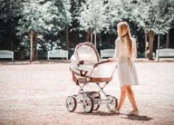 Кому и сколько заплатят в 2021 году за рождение ребенка