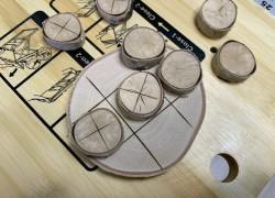 Практичная игрушка «Крестики – нолики» из березы