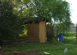 Поставили уличный туалет прямо на водяной жиле