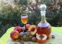Персиковый ликер с ноткой ореха