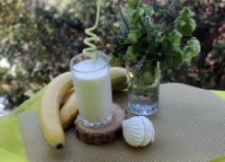 Коктейль из кефира, банана и зефира