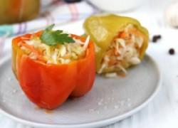 Перец, фаршированный капустой и морковью