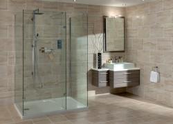 Шторка или стекло: что ставить в ванной