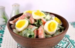 Весенний салат со щавелем и перепелиными яйцами