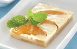 Быстрый пирог с персиками и йогуртом