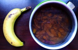 Банановый чай для фруктов и цветов