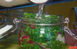 Салат из редиски с зеленью на зиму