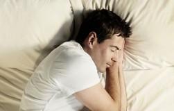Опасные позы для сна назвал китайский ученый