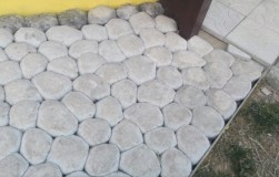 Так ли сложно сделать дорожку из пакетиков с бетоном