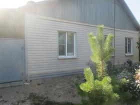 Продаю дом в центре посёлка Средняя Ахтуба