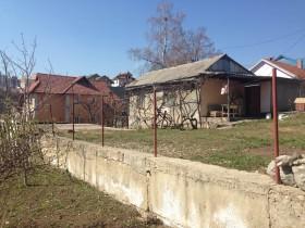 Продам земельный участок с домом в Центральном районе
