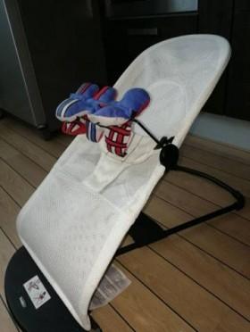 Кресло-шезлонг babybjorn balance soft air+ игрушка
