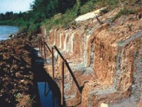 Берегоукрепление сваи в грунте - гидроизоляция