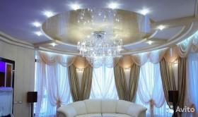 Натяжной потолок красивый для гостиной