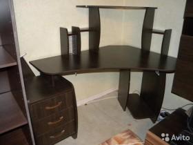 Компьютерный стол 150х100.Торг уместен