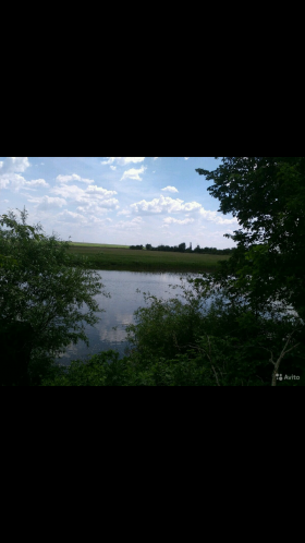 Загородный дом с прудом