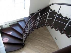 Отделка лестниц деревом, монтаж деревянных лестниц
