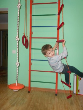 Детский спортуголок (шведская стенка) дома. Доставка, установка включена!