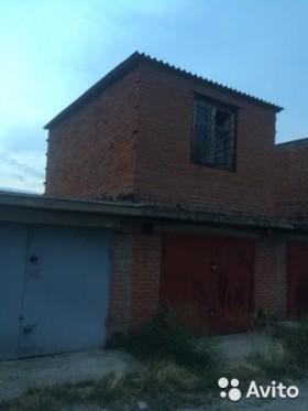 Продам 3-х уровневый гараж Думенко 15