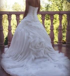 Продается дизайнерское свадебное платье с магическим шлейфом