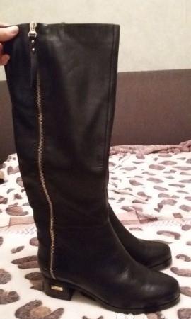 Новые кожаные сапоги