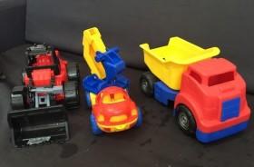 Продаю детские игрушки для мальчика