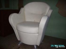 """Кожаное кресло """"Комфорт"""" молочного цвета"""