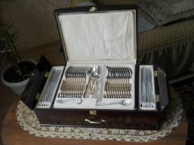Продам подарочный столовый набор Millerhaus для ценителей.
