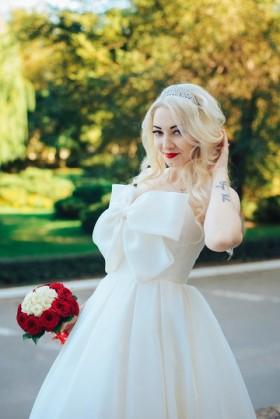 Шикарное, необычное свадебное платье.