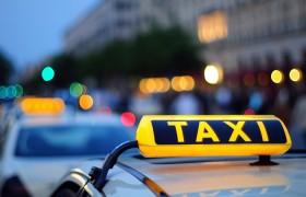 Водитель такси на авто фирмы