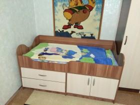 Продам кровать детскую с матрацом