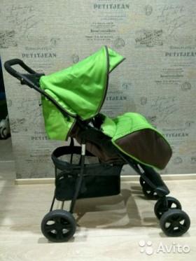 Коляску для малыша продают в Волжском
