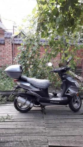 Скутер QSMCO двигатель Yamaha 80 мт