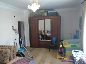 Продаётся 3х комн.кв. ул.Петровская 77 около воинской части(бывший ШМАС)