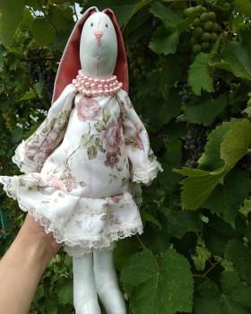 Кукла тильда-зайка принесет Вам радость, тепло и хорошее настроение!