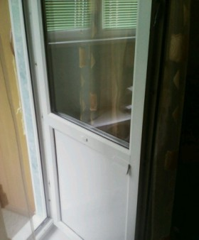 Дверь на балкон пустая без ничего