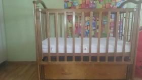 Детская кроватка + матрац + бампер