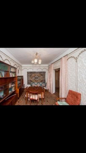 Продаётся 2-х комнатная квартира в центре города