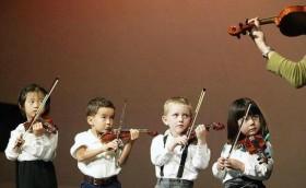Преподаватель игры на скрипке