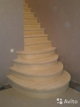 Лестница с пригласительными ступеньями