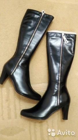 Продаются новые сапоги осенние кожаные цвет черный