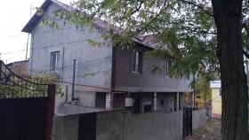 Продаю часть дома 68кв.м. в центре Кишинева по ул. 31 Августа 2